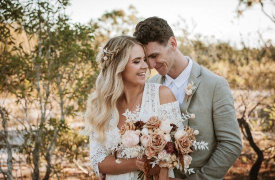 couple elope in bush setting in Tewantin